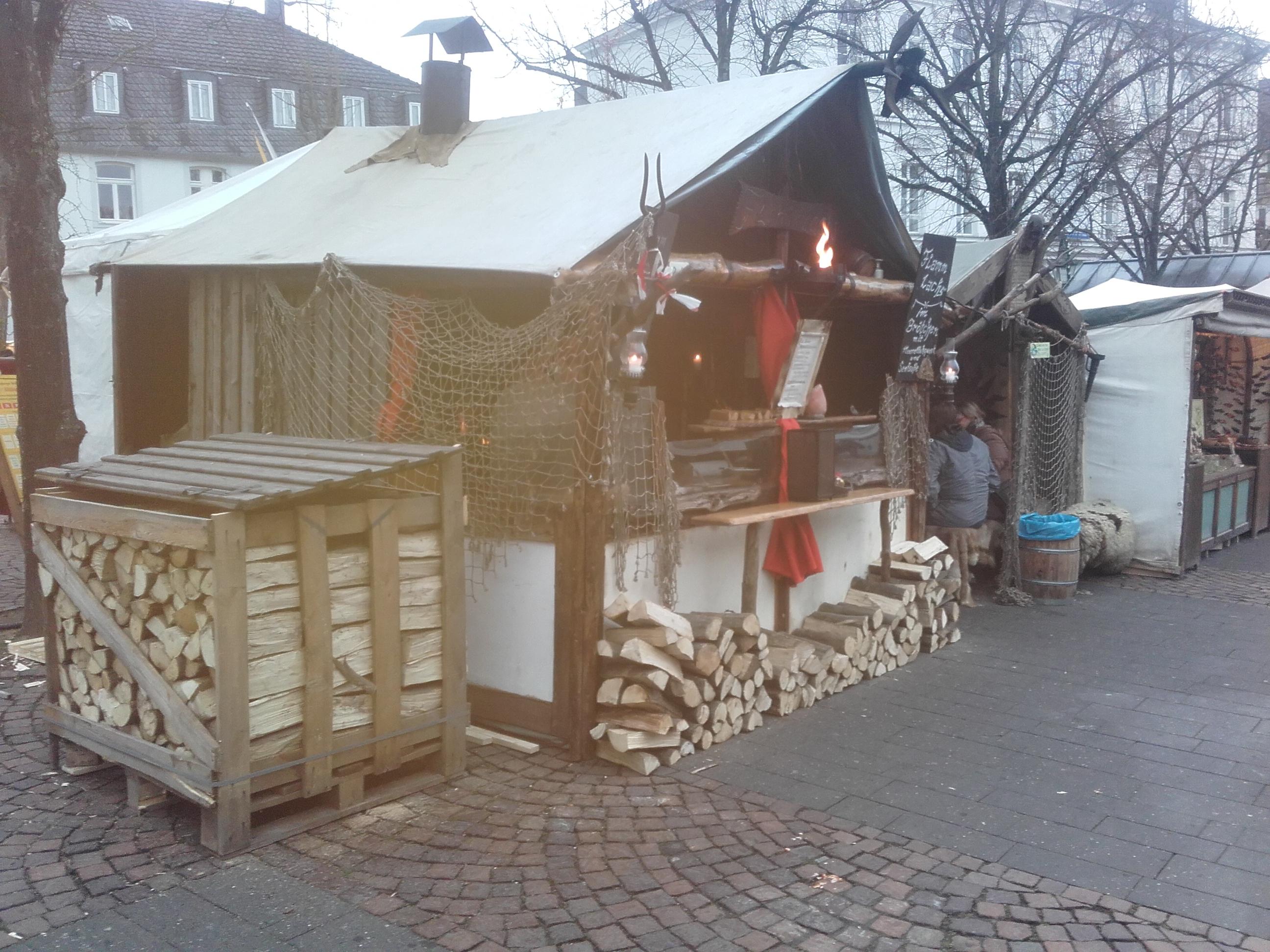 Flammlachsstand auf dem Mittelaltermarkt