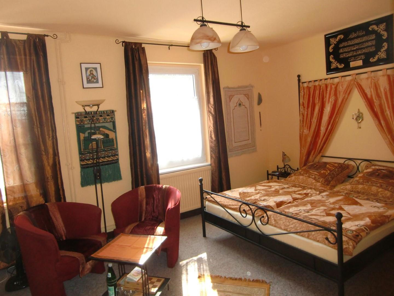 Das Bild zeigt das Gebäude der privaten Zimmervermietung Bed & Breakfast bei Felix