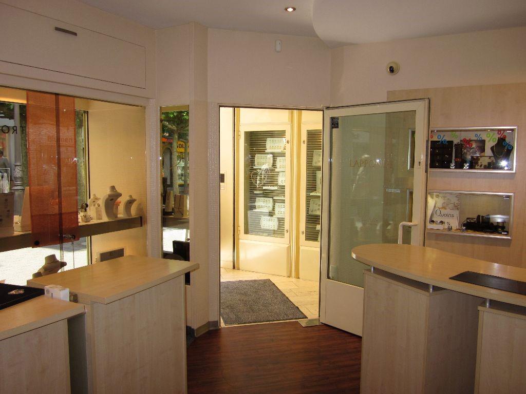 Das Bild zeigt den Verkaufsraum des Juweliers Rothe in Siegburg