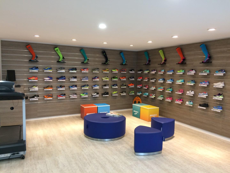 Das Bild zeigt den Verkaufsraum von Laufsport Bunert