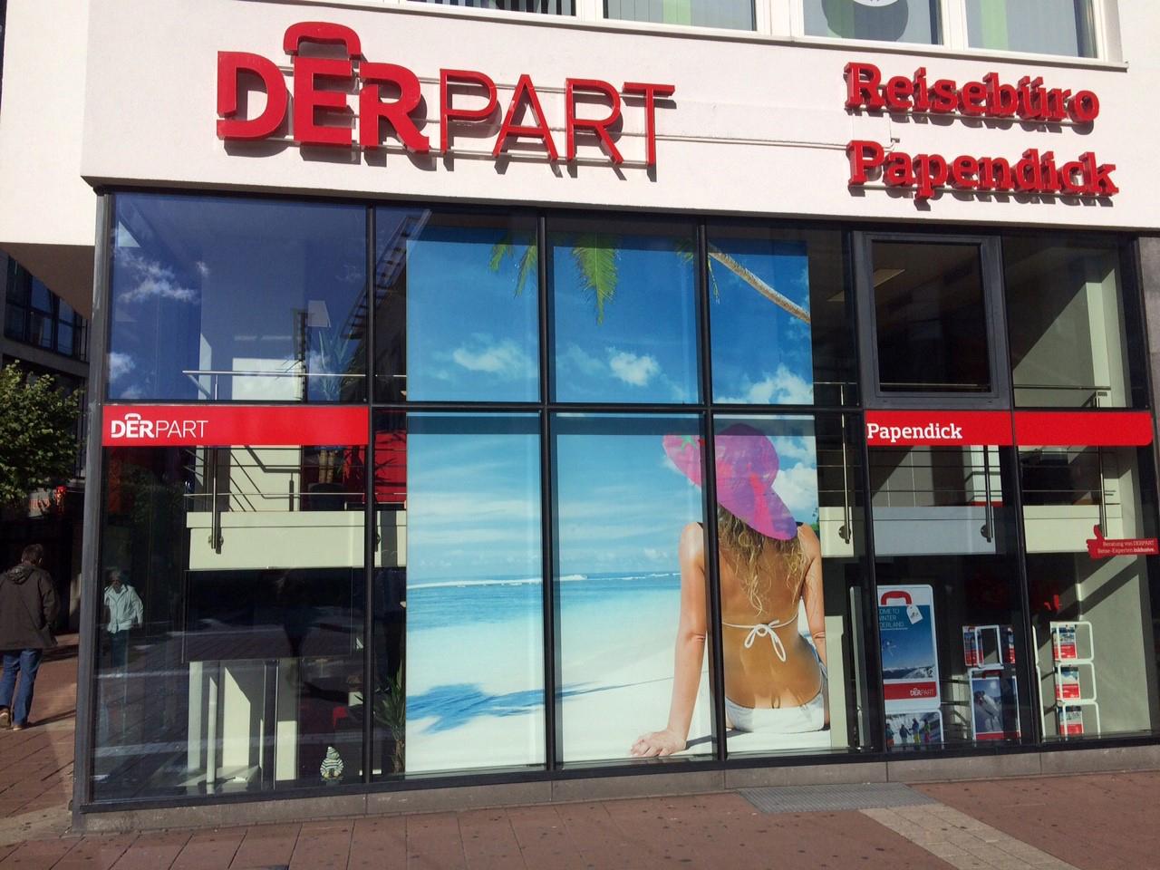 Das Bild zeigt die Glasfront des Reisebüros Papendick  in Siegburg am Bahnhof