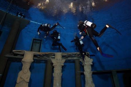 Das Bild zeigt den Tauchturm im Siegburger Oktopus