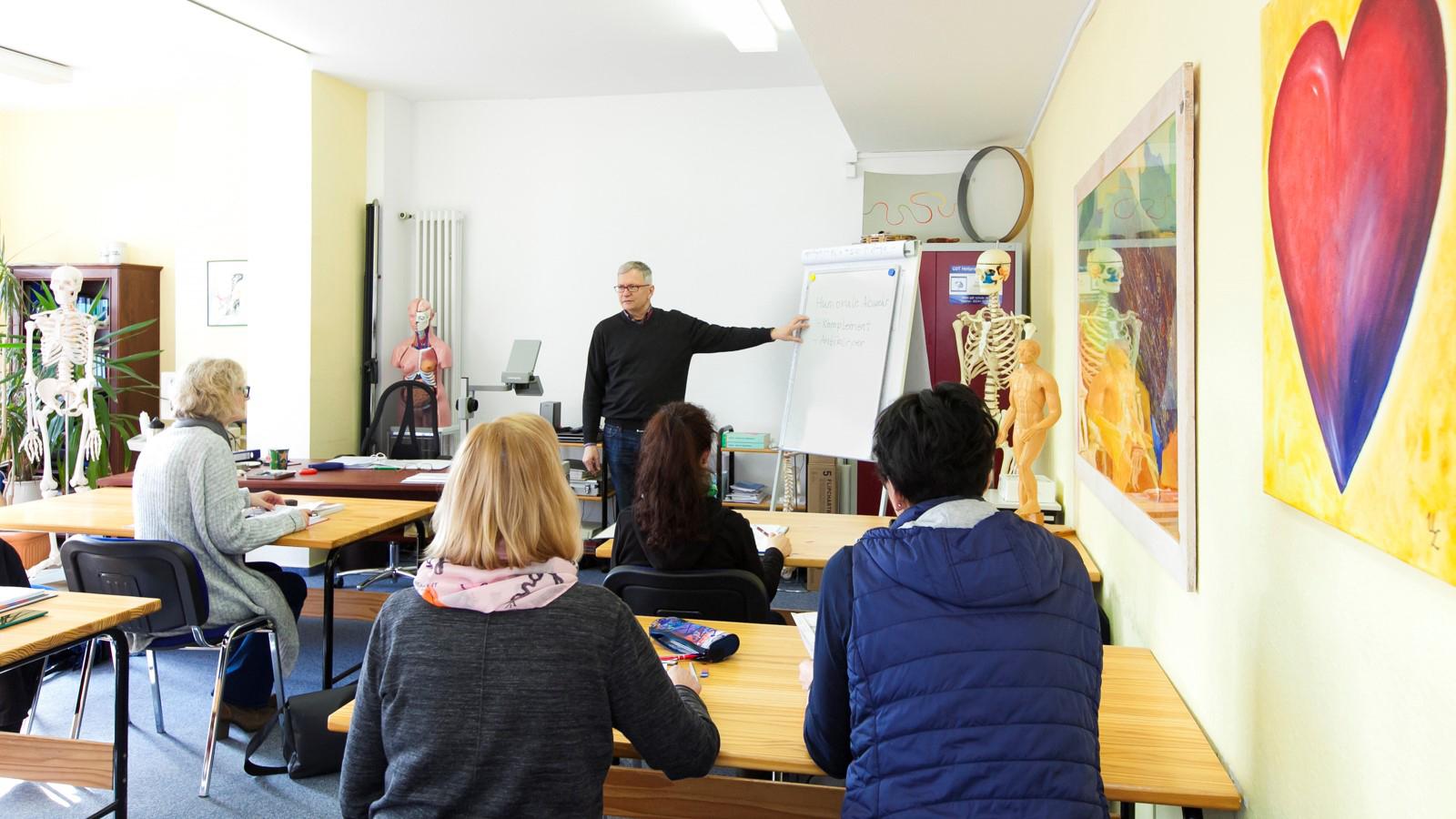 Das Bild zeigt die Schulungsräume der GDT Heilpraktikerschule