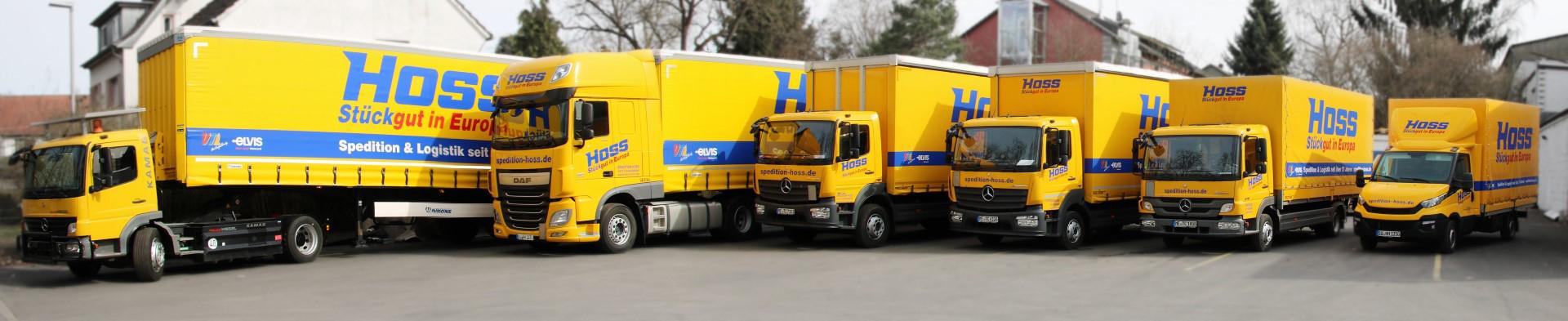 Das Bild zeigt einen Teil der Fahrzeugflotte der Spedition Hoss GmbH & Co. KG