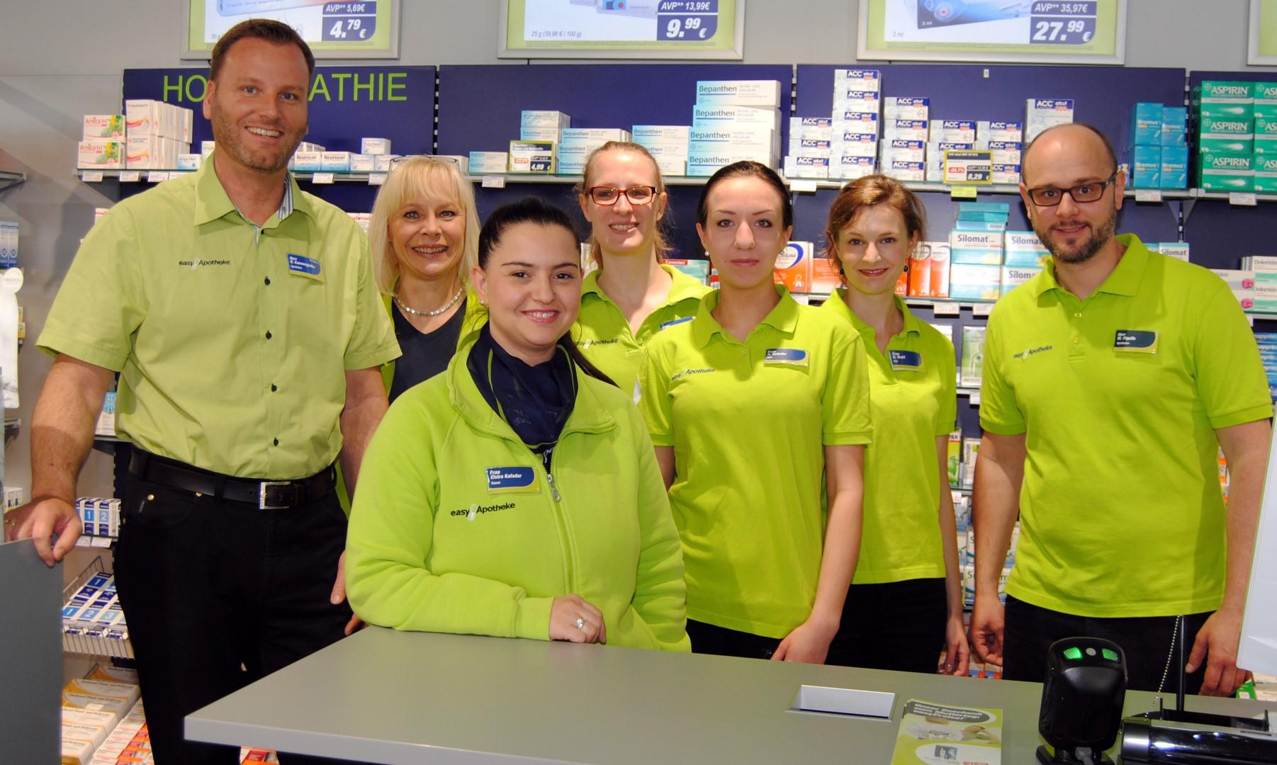 Das Bild zeigt das Team der easyApotheke Siegburg City