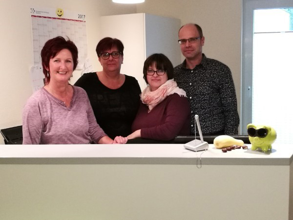 Das Bild zeigt das Team der Praxis für Neurologie und Psychiatrie in Siegburg