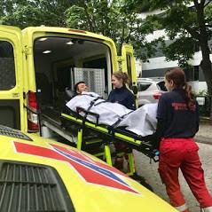 Das Bild zeigt einen Krankentransport der MEDI Ambulanz Bonn/Rhein-Sieg
