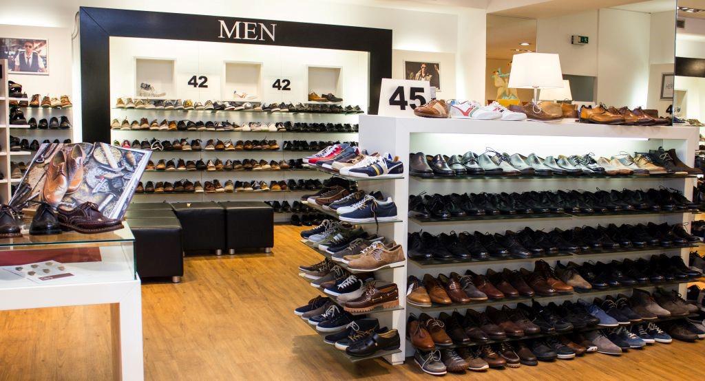 Das Bild zeigt den Verkaufsraum von Landgraf Schuhe