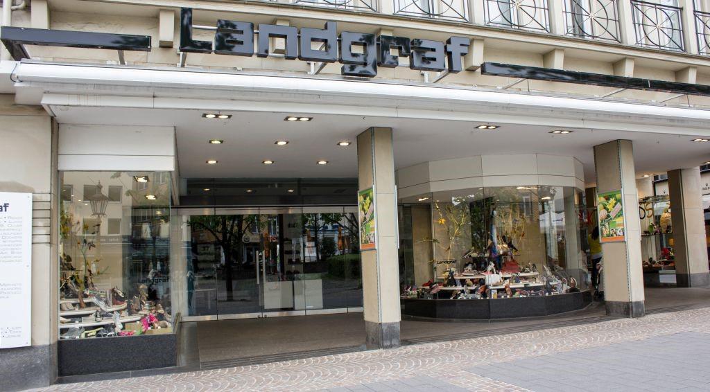Das Bild zeigt das Ladenlokal von außen