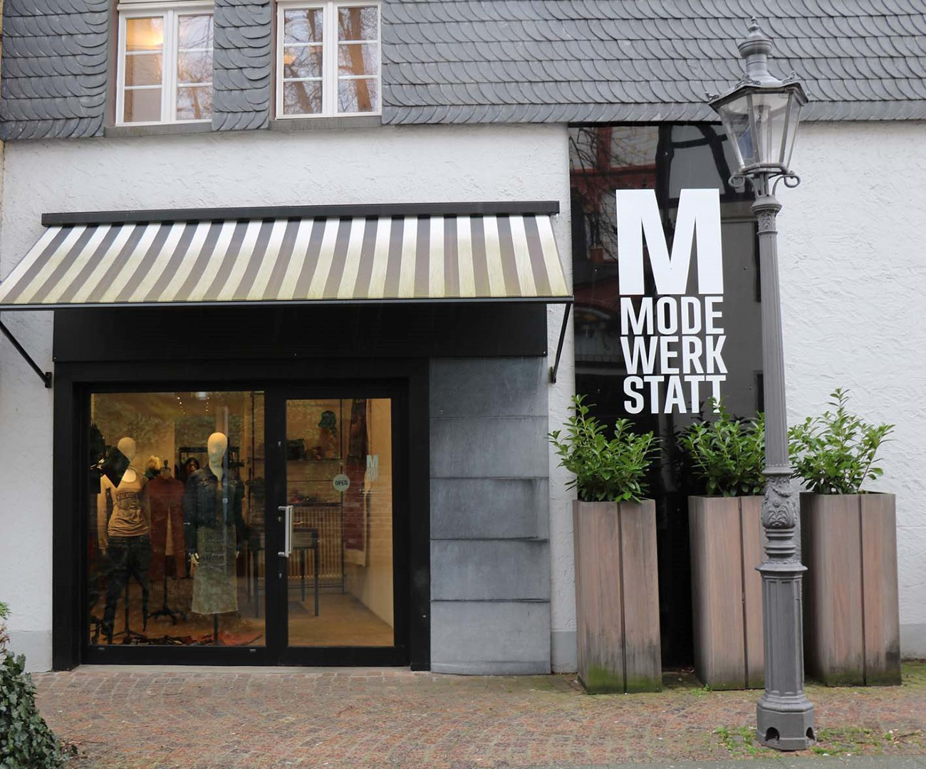 Das Bild zeigt die Modewerkstatt Birgitta Bachem von außen