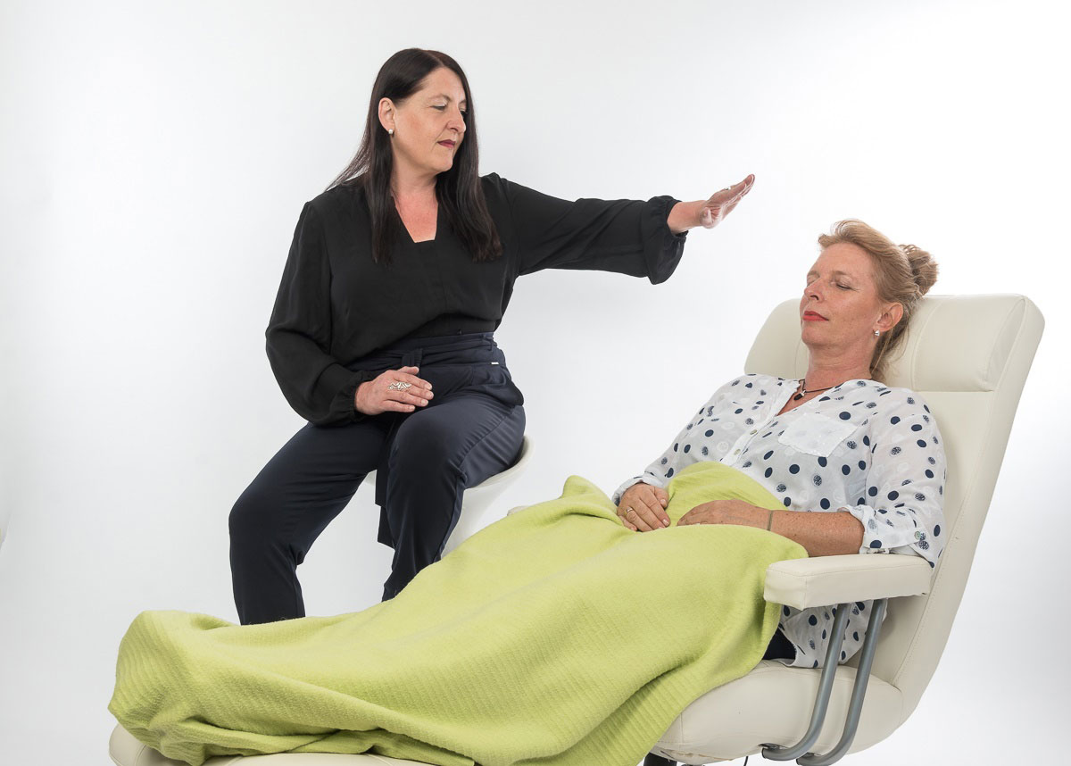 Das Bild zeigt Sandra Wollersheim bei der Behandlung