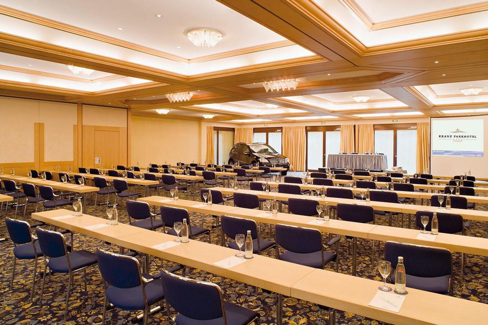Das Bild zeigt einen Konferenz- und Seminarraum im Kranz Parkhotel