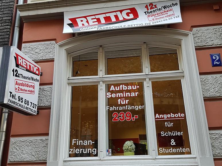 Das Bild zeigt das Gebäude der Fahrschule Rettig in Siegburg