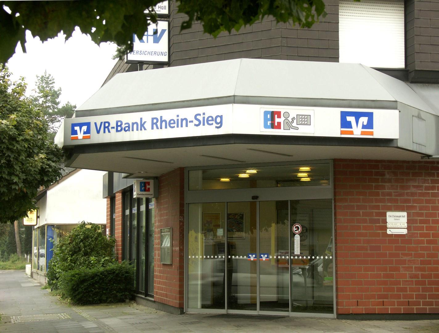 Das Bild zeigt die Filiale der VR-Bank Rhein-Sieg eG in der Kaldauer Straße