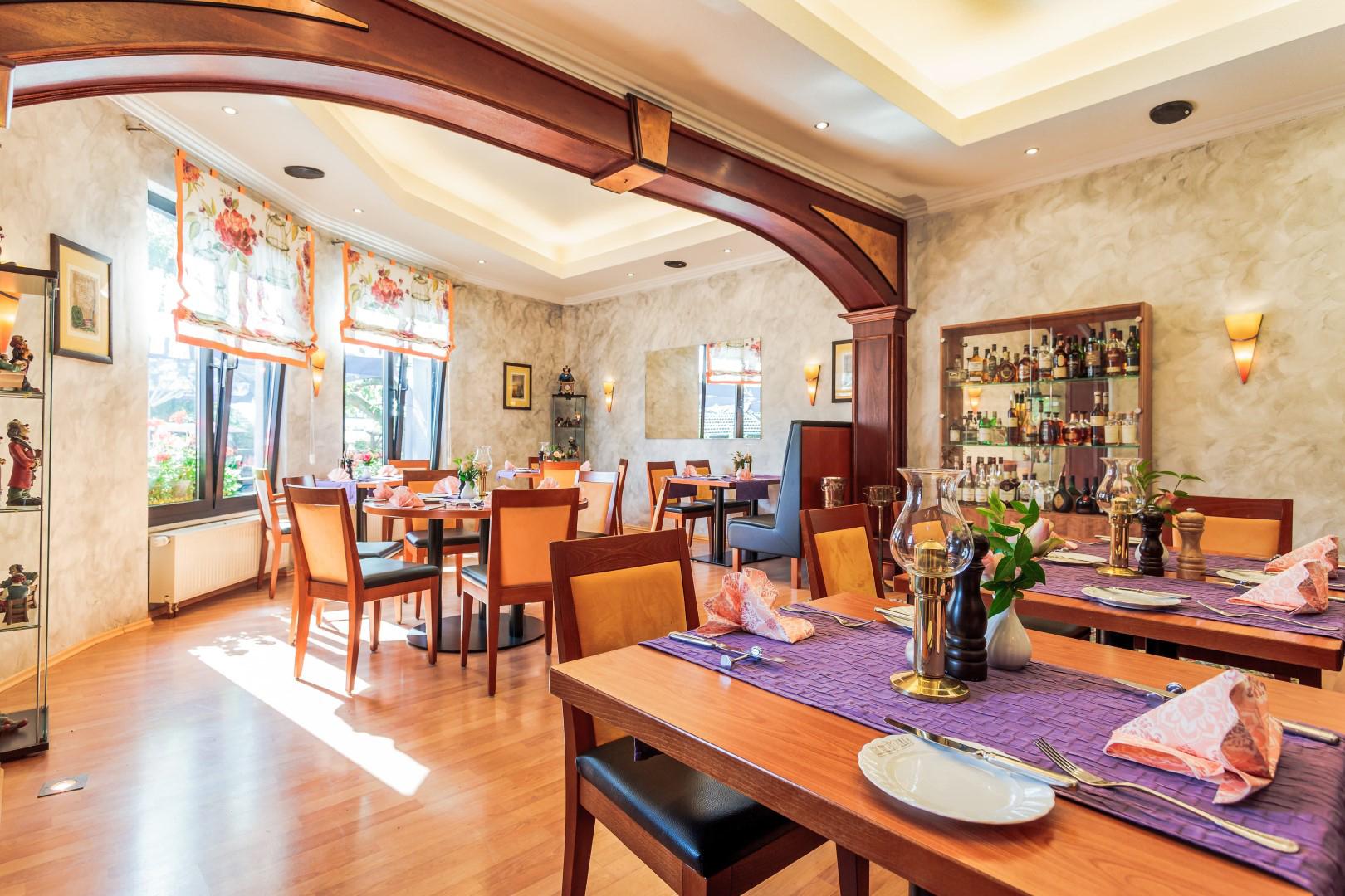 Das Bild zeigt die Räumlichkeiten vom Hotel Restaurant Kasserolle