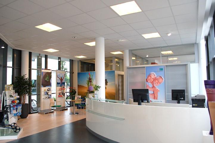 Das Bild zeigt den Empfangsbereich vom rahm Zentrum für Gesundheit in der Wilhelmstraße