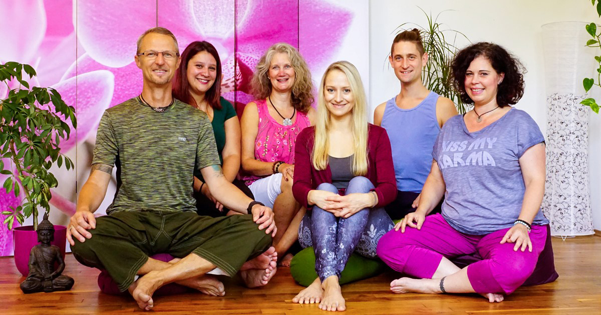 Das Bild zeigt das Team von Yoganette Studio