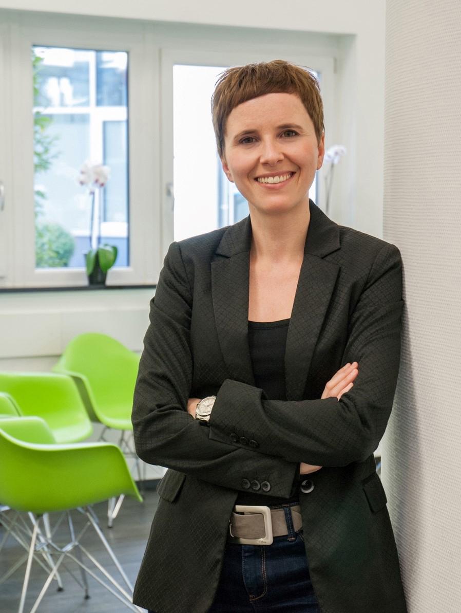 Das Bild zeigt Dr. med. A. Vloet, Fachärztin für Kinder- und Jugendpsychiatrie und -psychotherapie