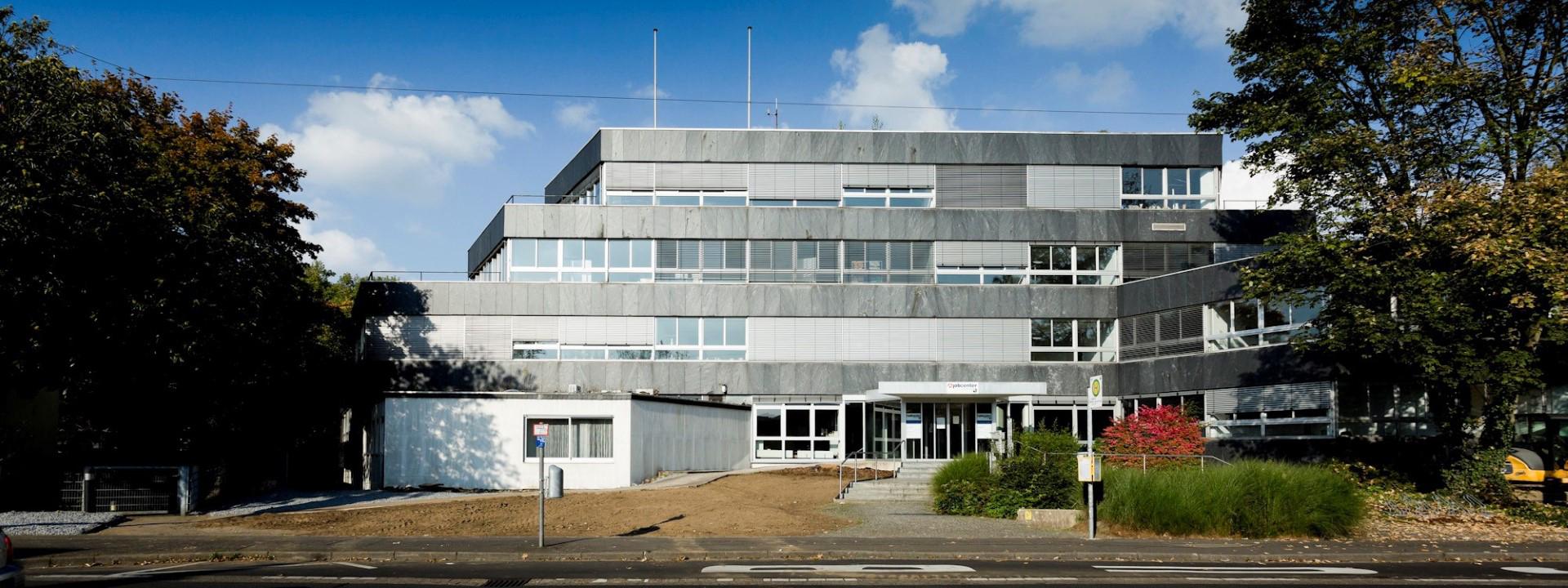 Das Bild zeigt das Gebäude des jobcenters rhein-sieg Geschäftsstelle Siegburg