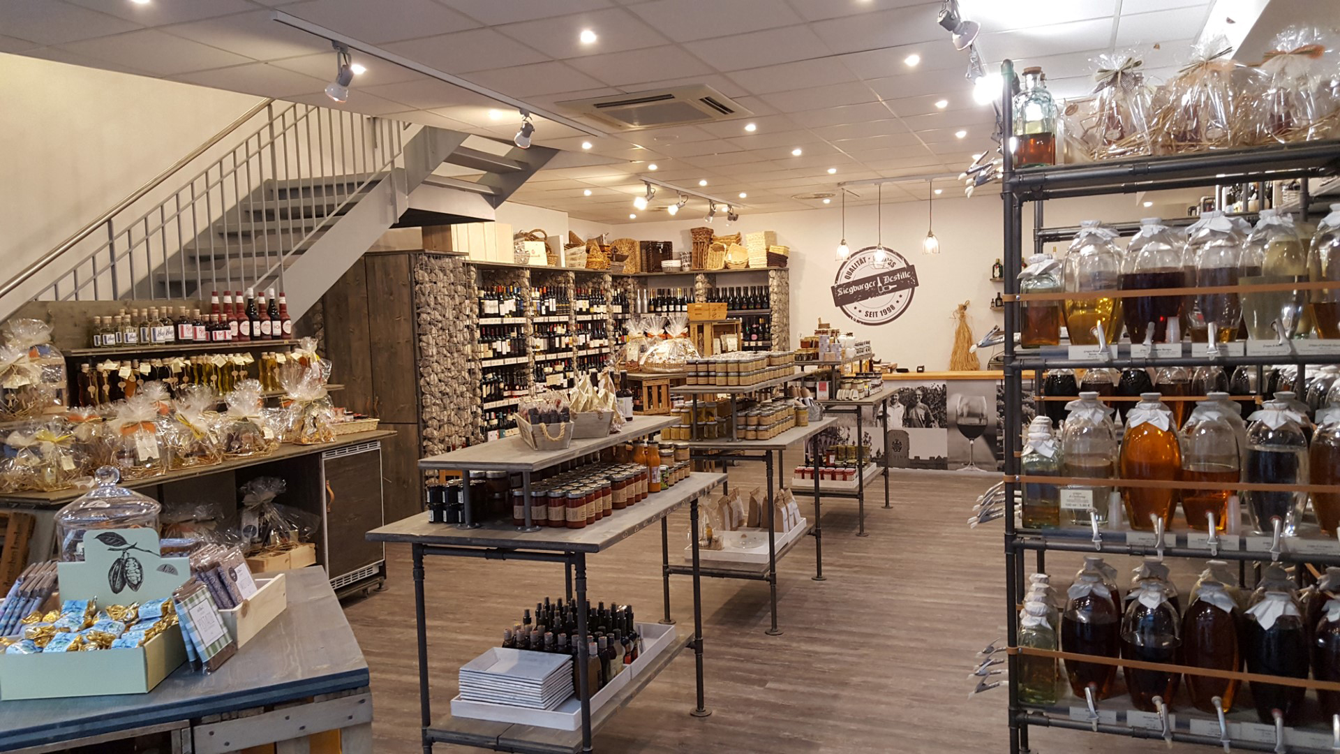 Das Bild zeigt den Verkaufsraum der Siegburger Destille