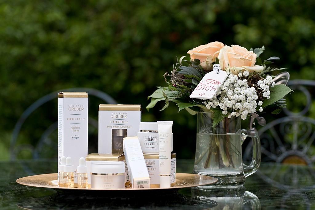 Das Bild zeigt Kosmetikprodukte aus dem Sortiment des Kosmetikinstitut Zeitlos Karin Achnitz