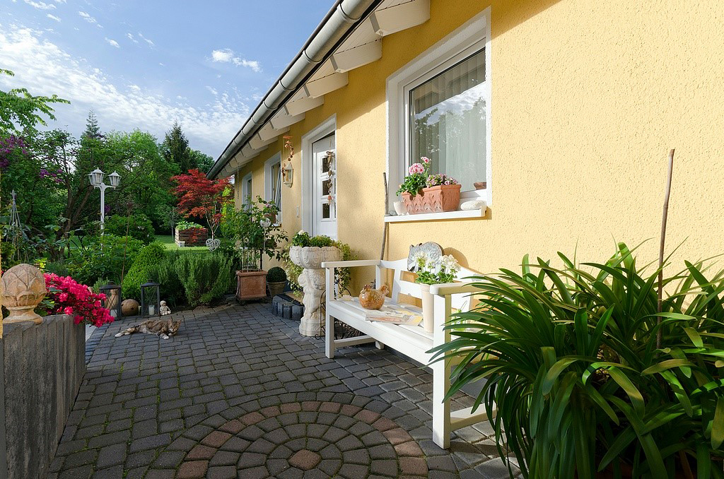 Das Bild zeigt den Außenbereich vom Kosmetikinstitut Zeitlos Karin Achnitz