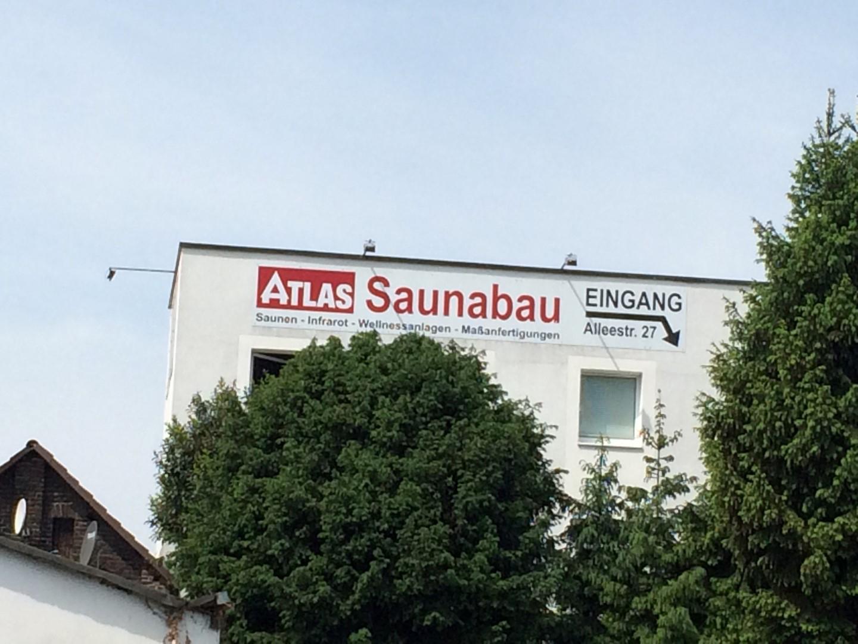 Das Bild zeigt das Firmengebäude der Atlas Saunabau GmbH