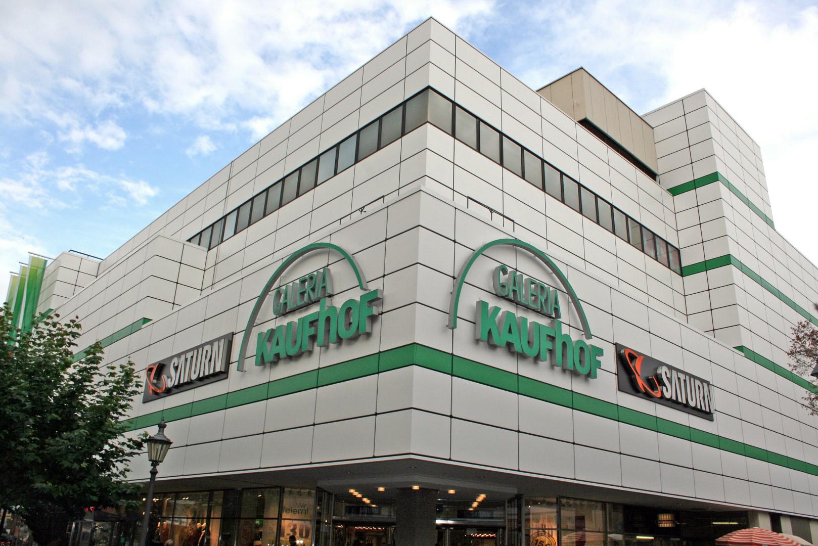 Das Bild zeigt eine Außenansicht vom Galeria Kaufhof in Siegburg