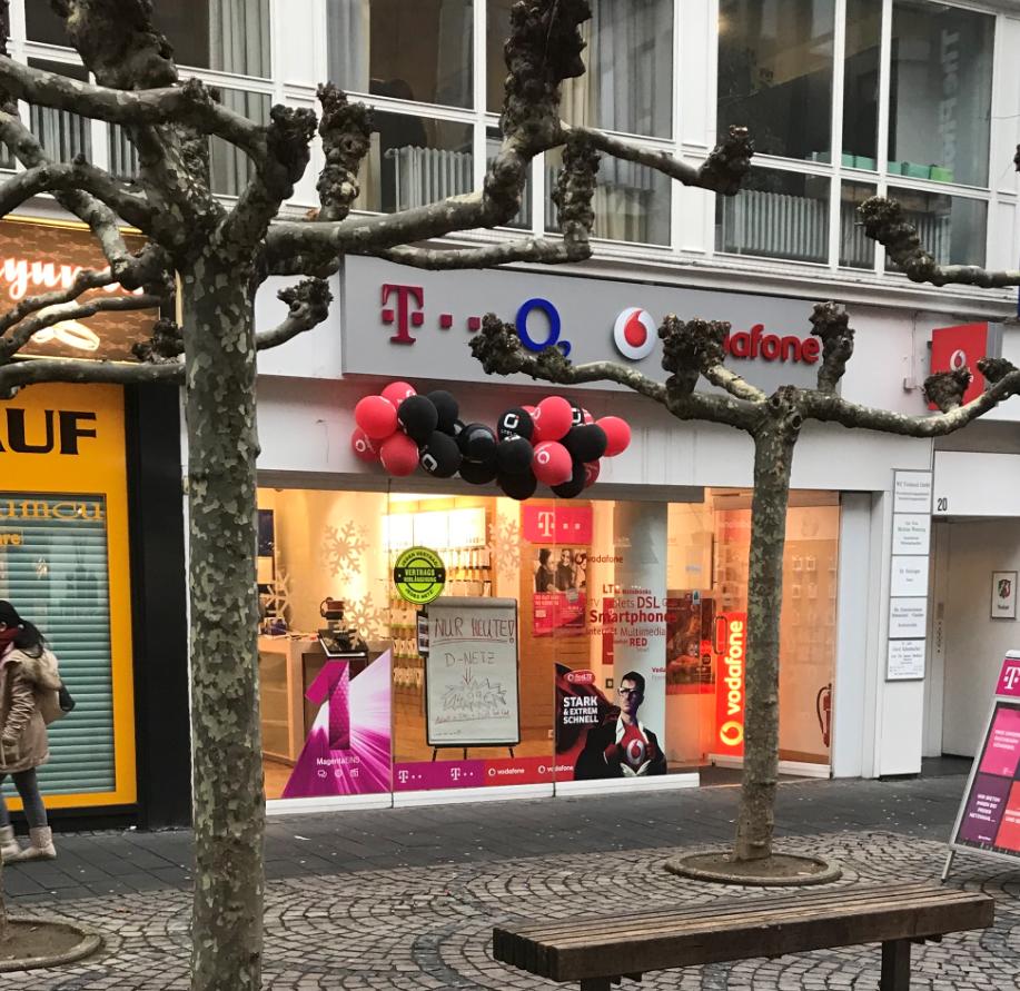 Das Bild zeigt eine Außenansicht der Geschäfts der Firma Fexcom in Siegburg