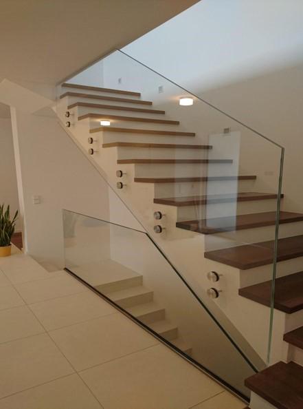 Das Bild zeigt ein Glasgeländer der Firma Glas Söller & Streich GmbH