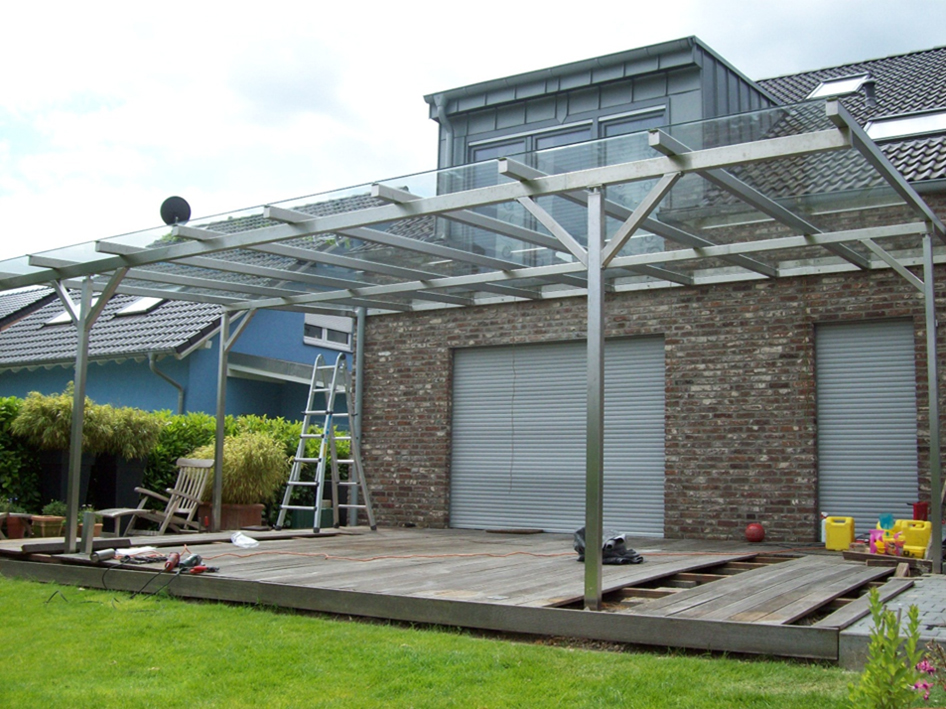 Das Bild zeigt ein Glasdach der Firma Glas Söller & Streich GmbH
