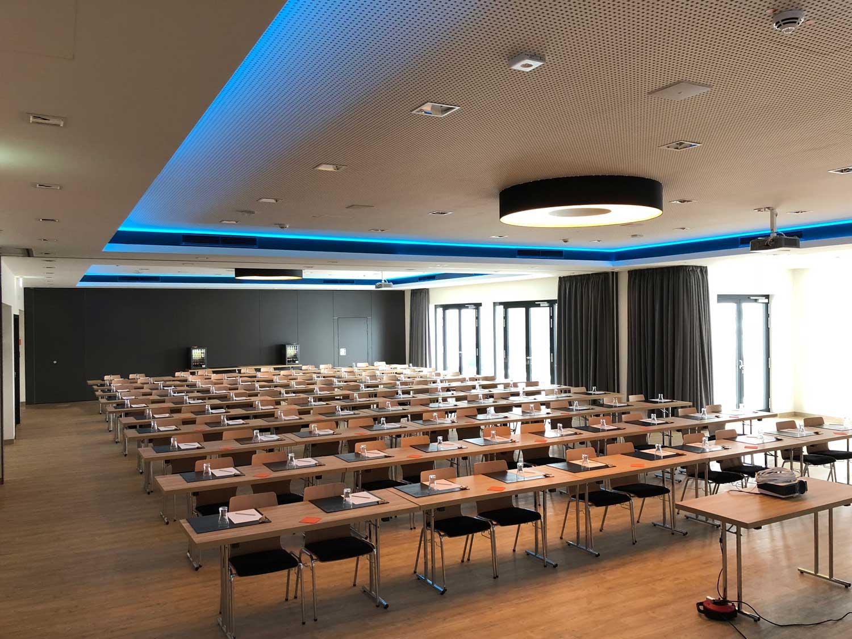 Auf dem Bild sieht man den Veranstaltungsraum des Frindly Cityhotel Oktopus
