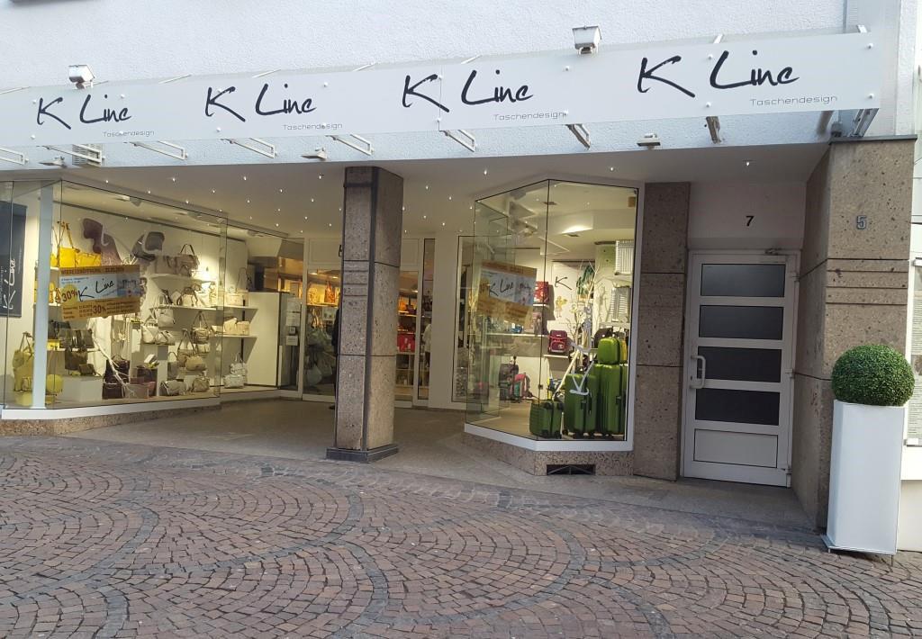 Auf dem Bild ist das Geschäft K Line Taschendesign von außen zu sehen