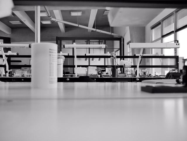 Auf dem Bild sieht man ein Teil des Labors