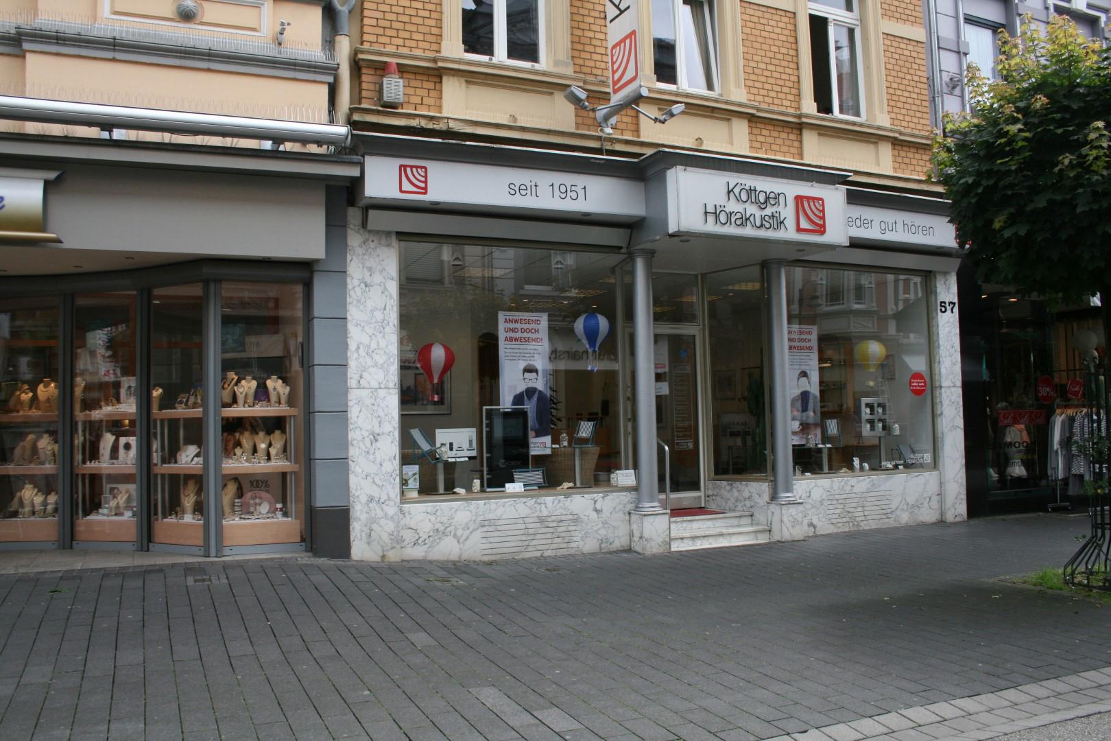 Das Bild zeigt das Geschäft von Köttgen Hörakustik in Siegburg von außen