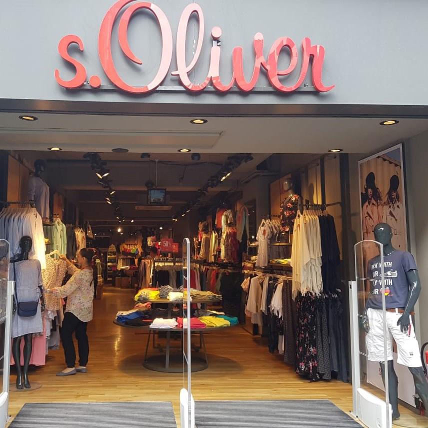Das Bild zeigt den Eingansbereich des s. Oliver Stores in Siegburg