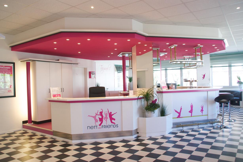 Auf dem Bild ist der Empfangsbereich vom Tanzstudio Nett & Friends zu sehen