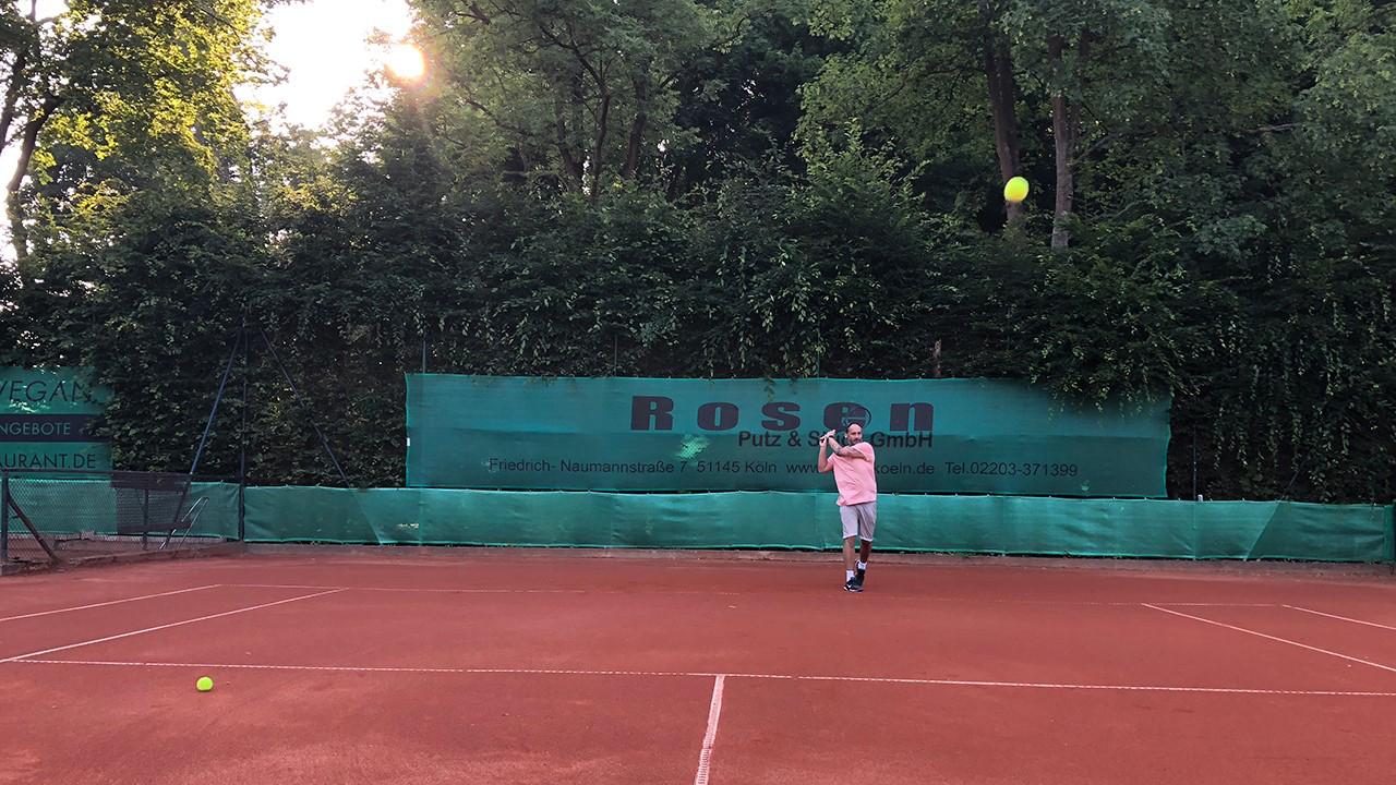Das Bild zeigt den Tennisplatz des TLC an der Sieg e.V.
