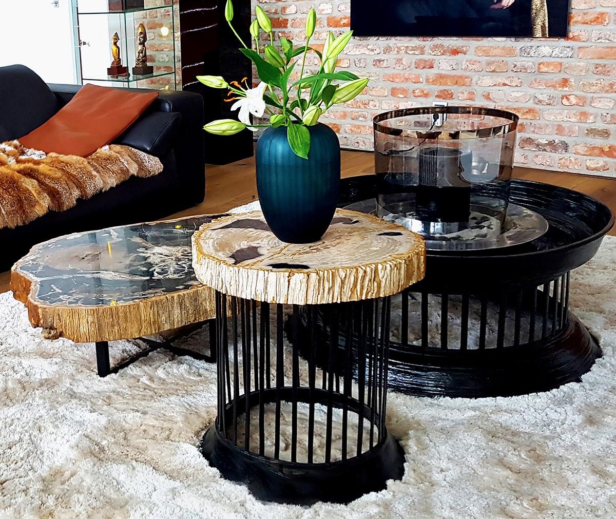 Das Bild zeigt Holzmöbel aus der Produktion von Secret of Woods