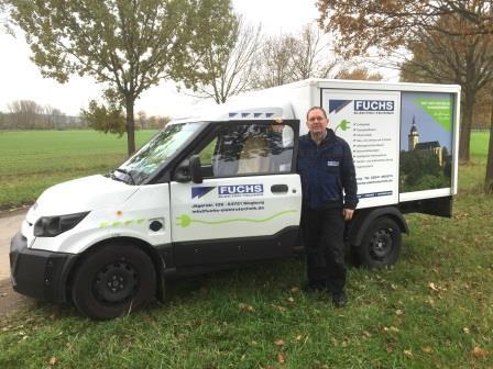 Das Bild zeigt ein Fahrzeug der Firma Fuchs Elektro-Technik