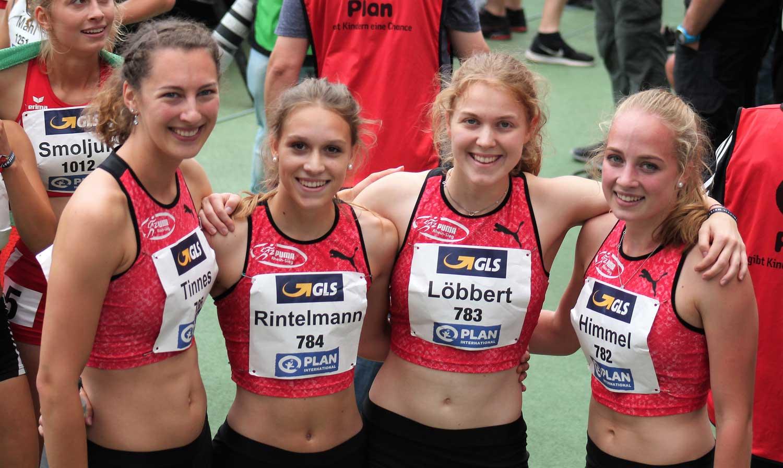 Das Bild zeigt Sportler des LAZ Puma Rhein-Sieg beim 4x400 Meter Staffellauf 2018