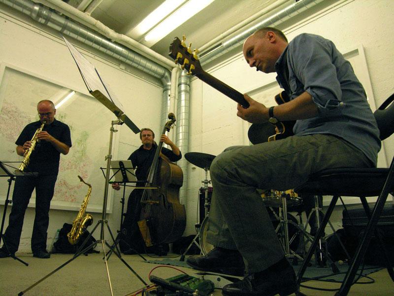 Eine Band spielt im alten Pumpwerk in Siegburg