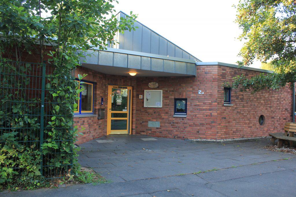 Das Bild zeigt die Außenanlage der Kindertagesstätte PänzHuus