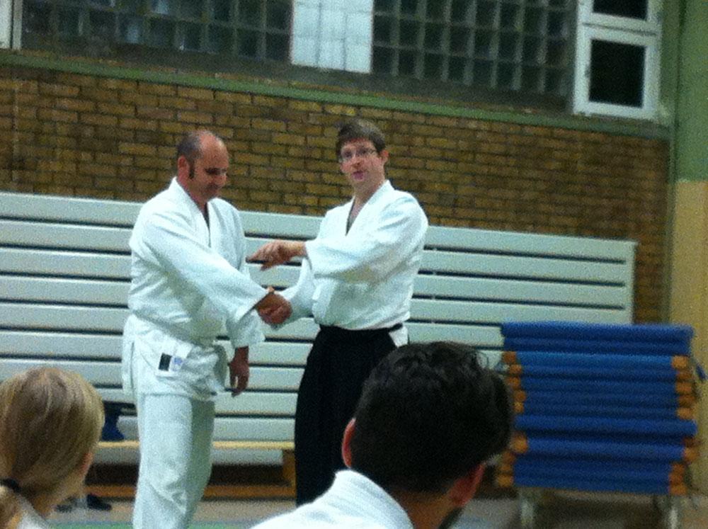 Das Bild zeigt eine Vorführung zweier Aikido-Club - Mitglieder