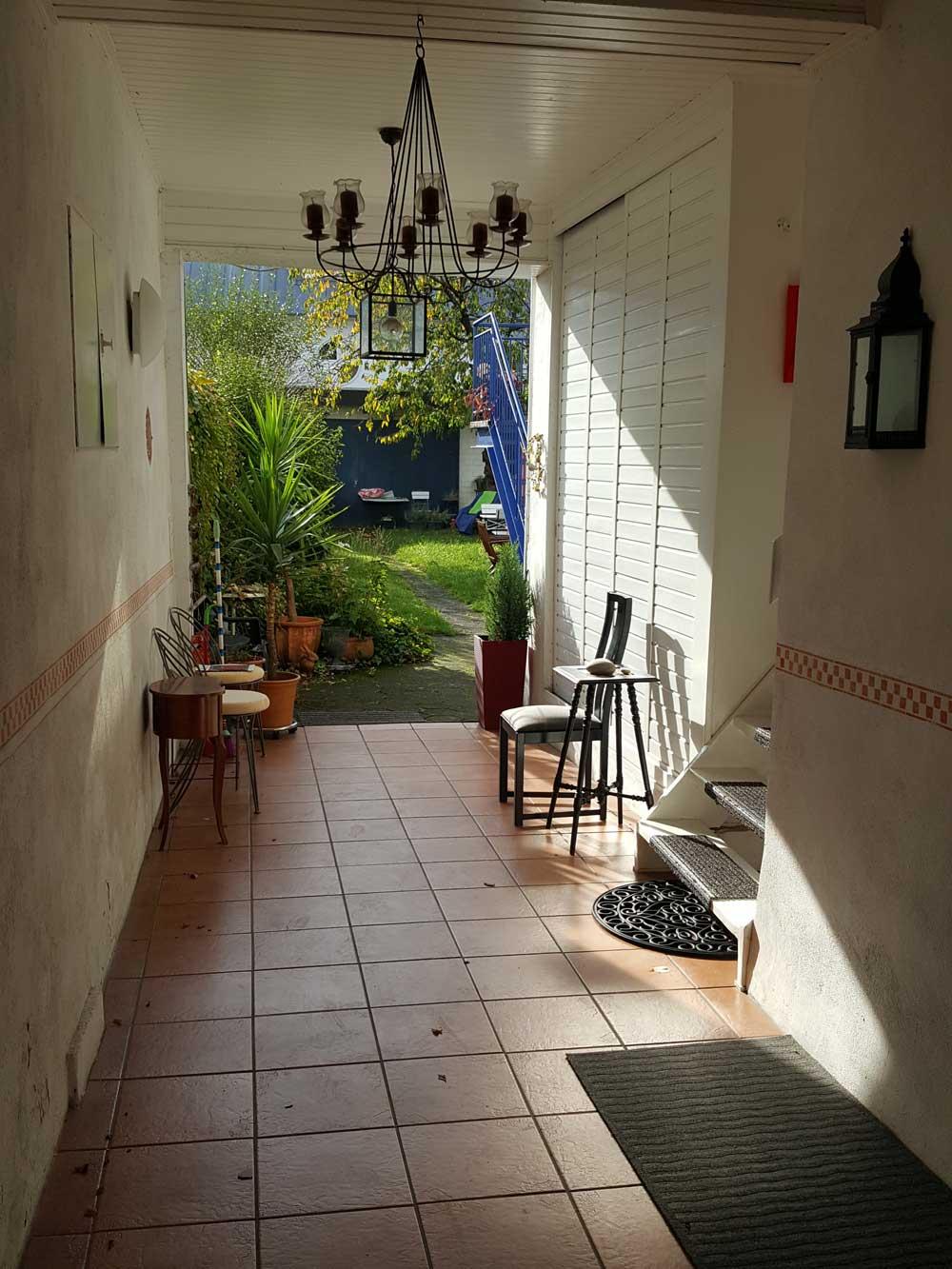 Das Bild zeigt den Gartenbereich