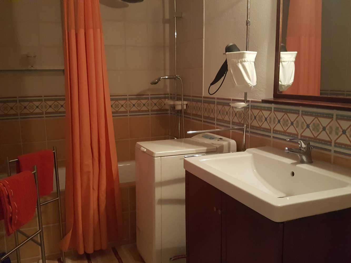 Das Bild zeigt das Bad der Ferienwohnung Apartment Leonardo