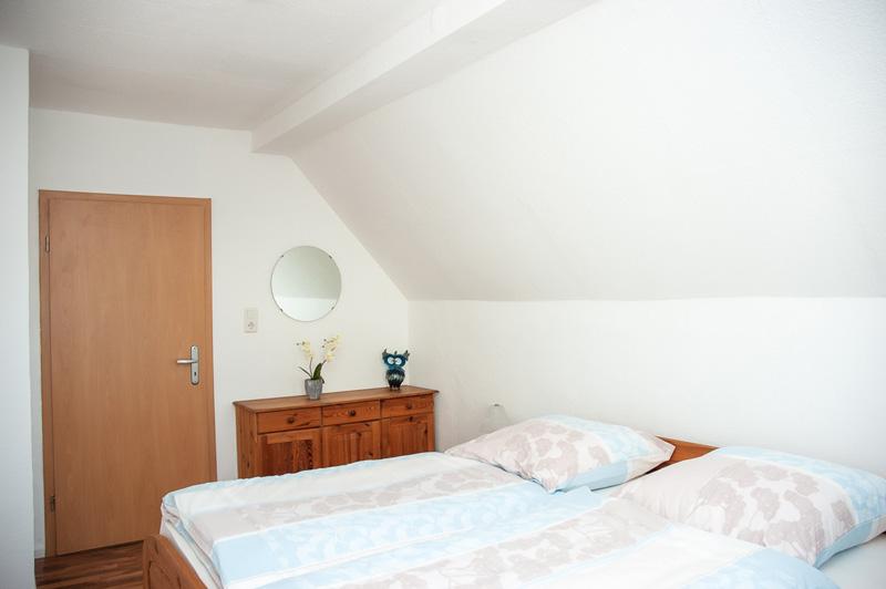 Das Bild zeigt das Hauptschlafzimmer der Ferienwohnung Siegburg Zentrum