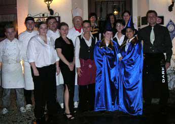 Das Bild zeigt das Team vom Hotel und Restaurant Siegblick