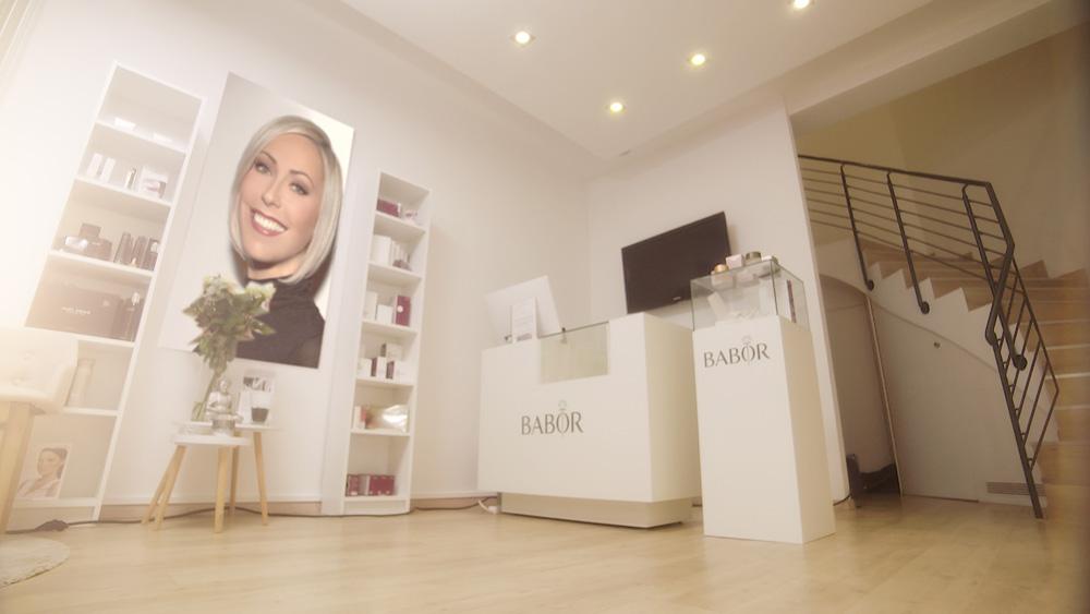 Das Bild zeigt den Eingangsbereich vom Kosmetikinstitut Susann Muth