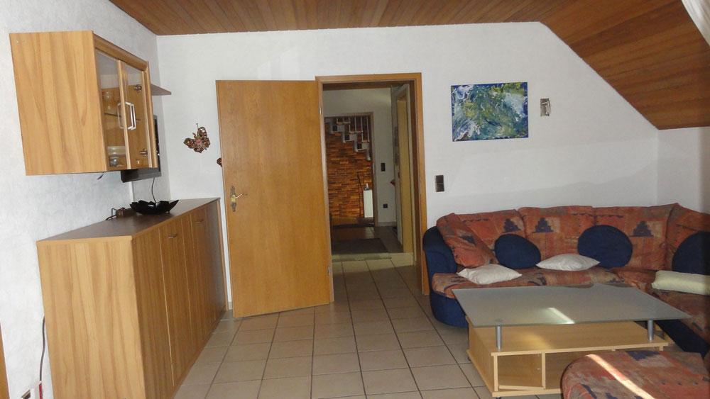 Das Bild zeigt den Wohnbereich der Ferienwohnung Thamm